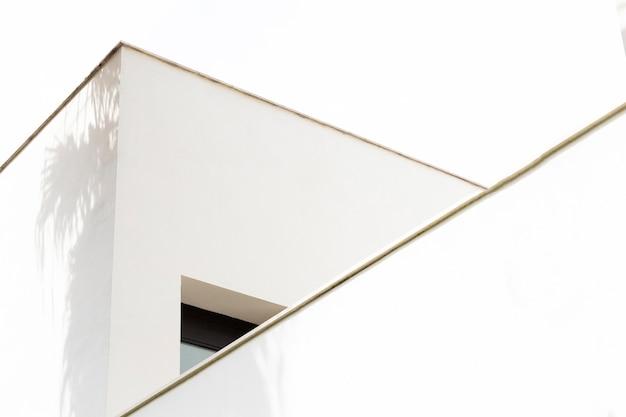Estructura de edificio minimalista de cerca