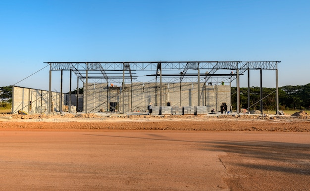 Estructura del edificio que está en construcción, más del 30 por ciento
