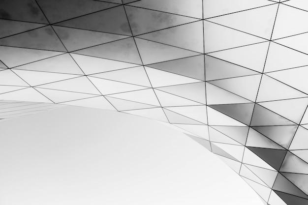 Estructura geométrica blanca sobre un fondo blanco.