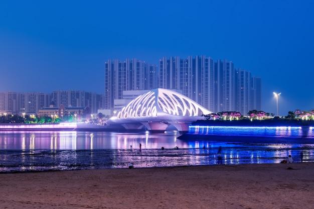 Estructura del puente de la arquitectura urbana moderna