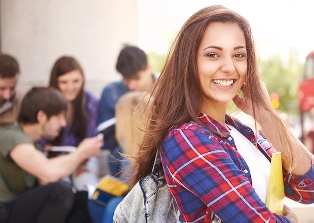Estudiante esperando sus clases