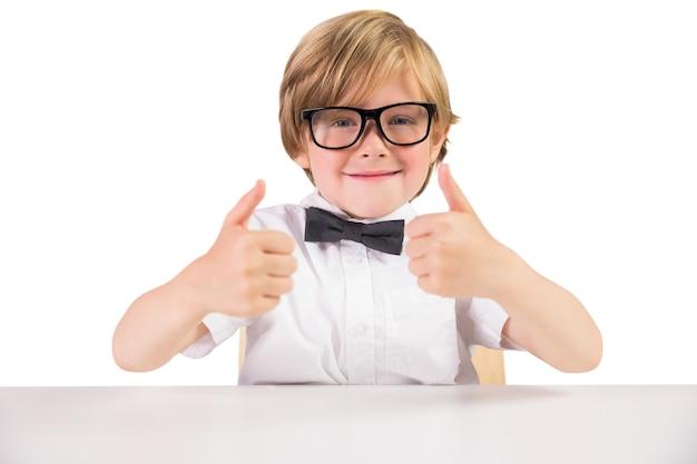 Estudiante con gafas y pajarita