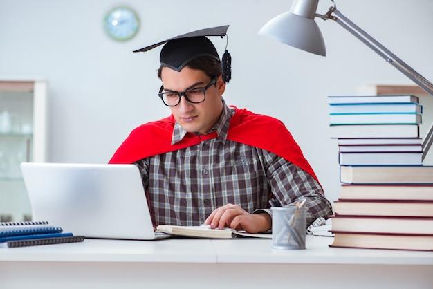Estudiante superhéroe con libros estudiando para exámenes
