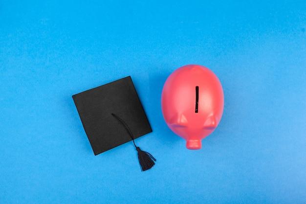 Estudiante universitario graduado alcancía