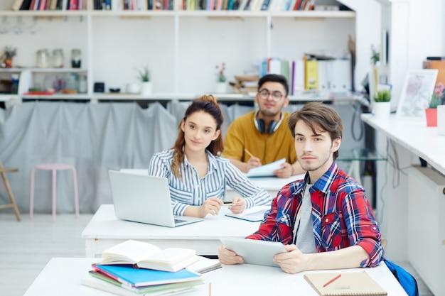 Estudiantes en la clase