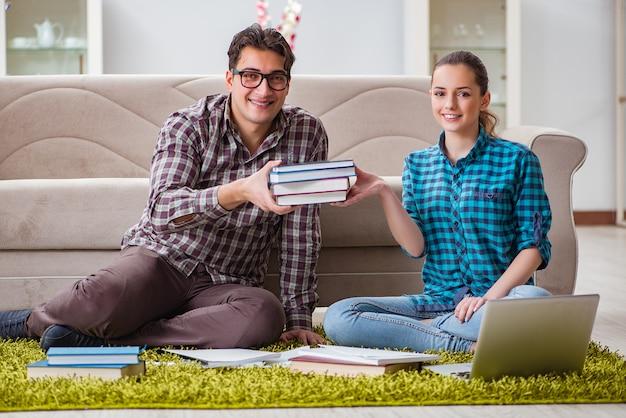 Estudiantes preparándose para exámenes universitarios