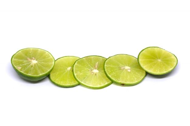 Estudio aislado limón tirado en blanco