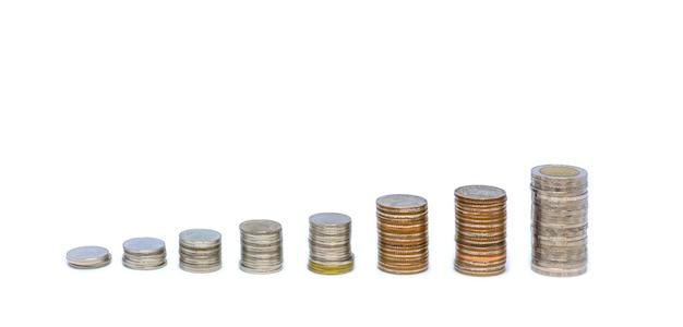 Estudio aislado moneda tirado en blanco.