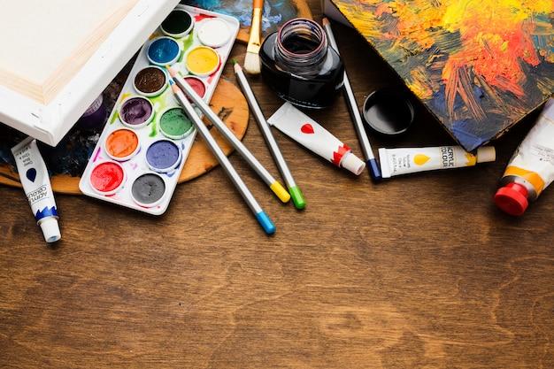Estudio de arte de creatividad de artículos de papelería de alta vista