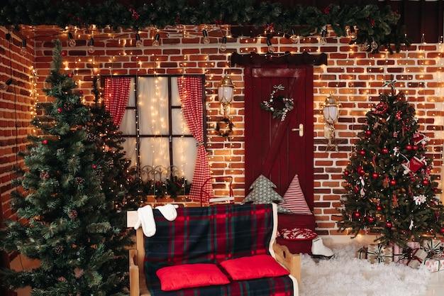 Estudio decorado con concepto navideño