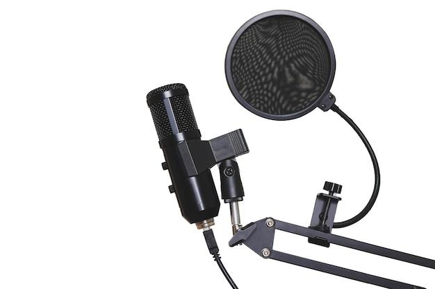 Estudio de micrófono para grabación de música y altavoz para transmisión.