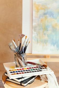 Estudio con utilería para pintar