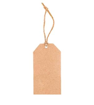 Etiqueta de cartón sobre fondo blanco aislado