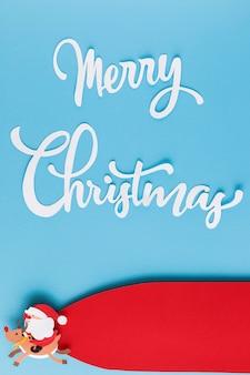 Etiqueta de espacio de copia y letras navideñas de papel