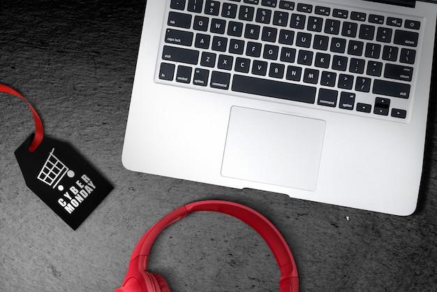 Etiqueta negra con texto de cyber monday en el piso