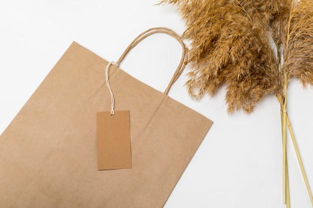 Etiqueta reciclable en bolsa de cartón