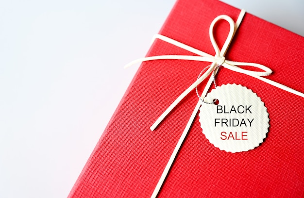 Etiqueta para venta de viernes negro en caja roja