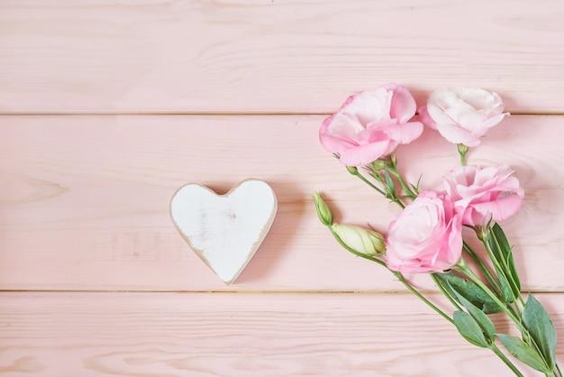 Eustoma flores en rosa