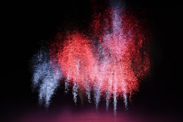 Evento con fuegos artificiales impresionantes