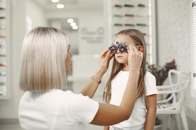 Examen y examen de la vista para niños