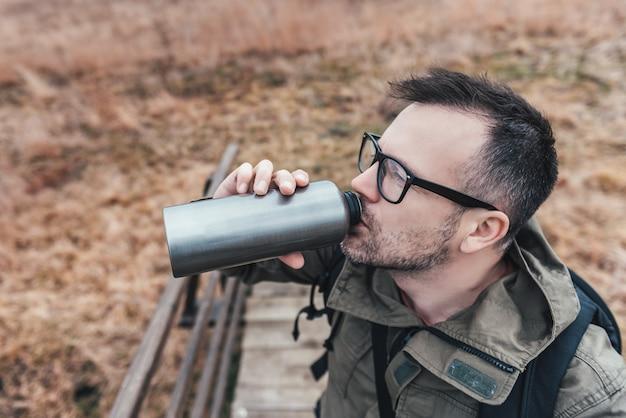 Excursionista de agua potable