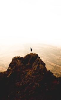 Excursionista en la cima