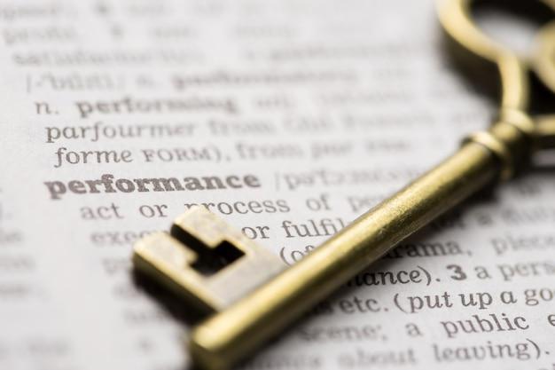 Éxito empresarial concepto clave de rendimiento