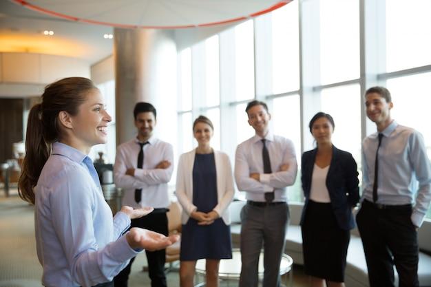 El éxito de negocios y equipo