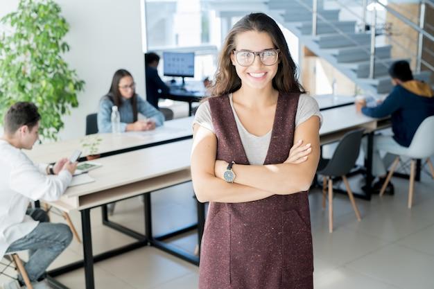 Exitoso líder de proyecto en espacio de coworking
