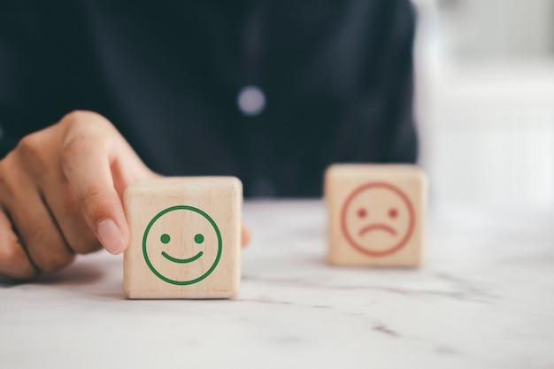 Experiencia de servicio al cliente y concepto de encuesta de satisfacción