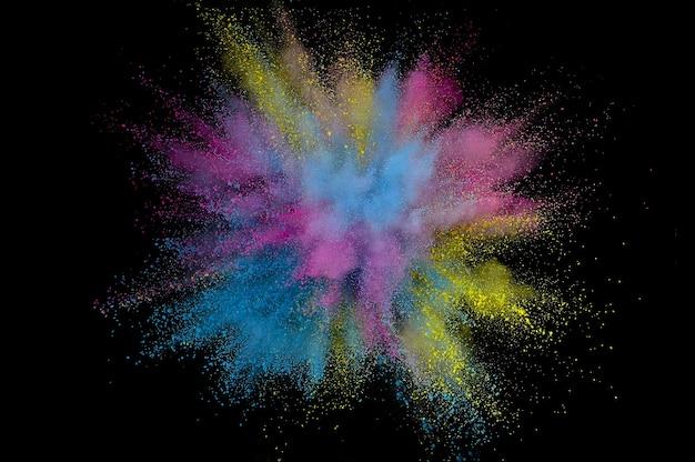 Explosión de polvo de color. polvo de primer plano abstracto sobre fondo. explosión de colores. pintar holi