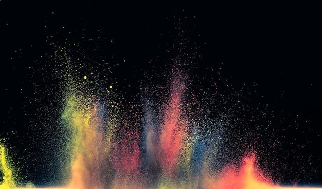La explosión de polvo de colores brillantes