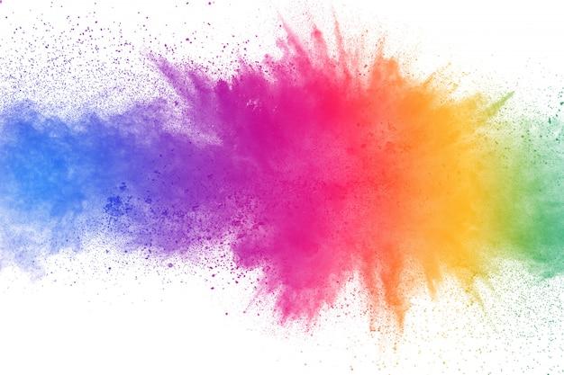 Explosión de polvo colorido sobre fondo blanco