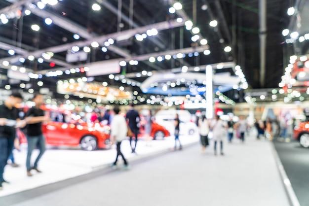 Exposición borrosa abstracta y exhibición de autos y automóviles desenfocados.