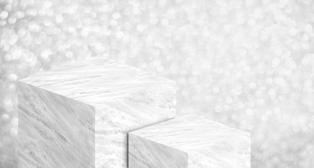 Expositor de productos hecho de mármol blanco brillante en dos pasos con brillo plateado bokeh