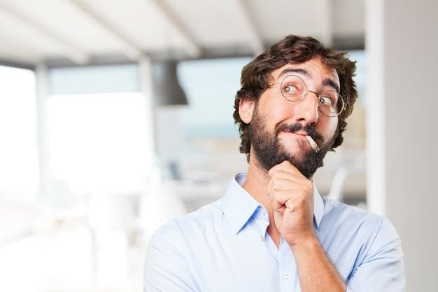 Expresión del hombre hippie loco .happy