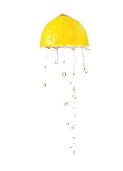 Exprimir limón aislado en blanco