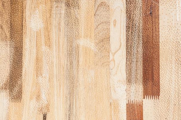 Exterior de pared de madera expuesta, mosaico de madera en bruto formando un hermoso patrón de madera de parquet, patrón de pared de madera