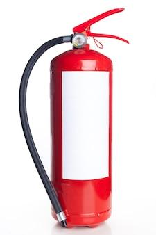 Extintor rojo aislado en blanco