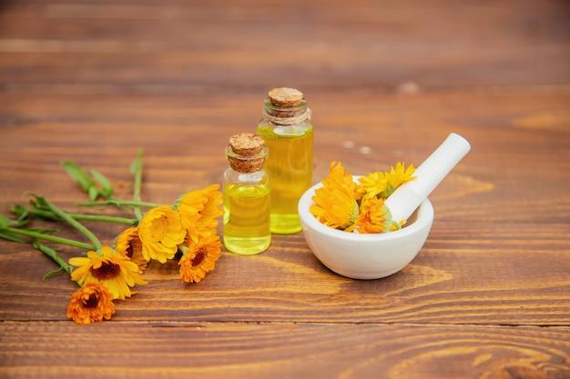 El extracto de caléndula. plantas medicinales.