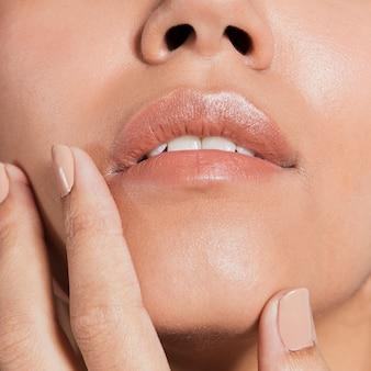 Extreme close-up shot cara de mujer joven