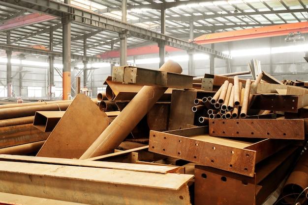 Fábrica de acero de acero apilado.