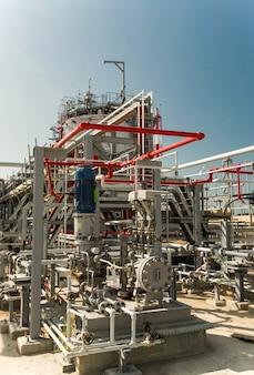 Fábrica de petróleo en el territorio