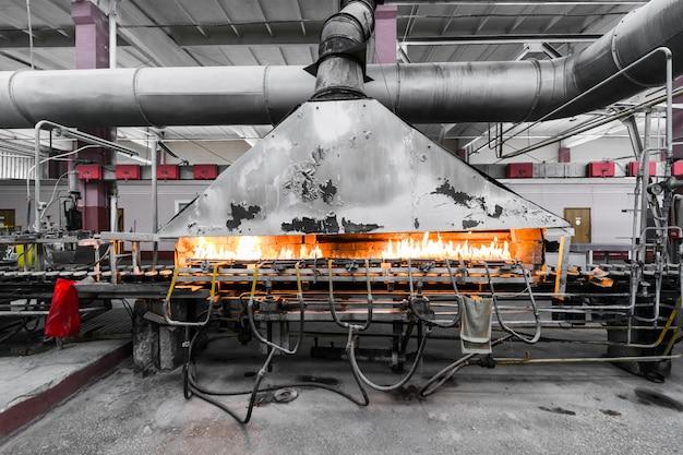 Fabricación en fábrica de producción de vidrio.