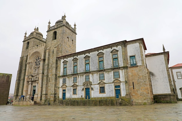 Fachada de la catedral de oporto