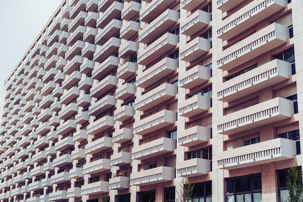 Fachada de un edificio residencial.
