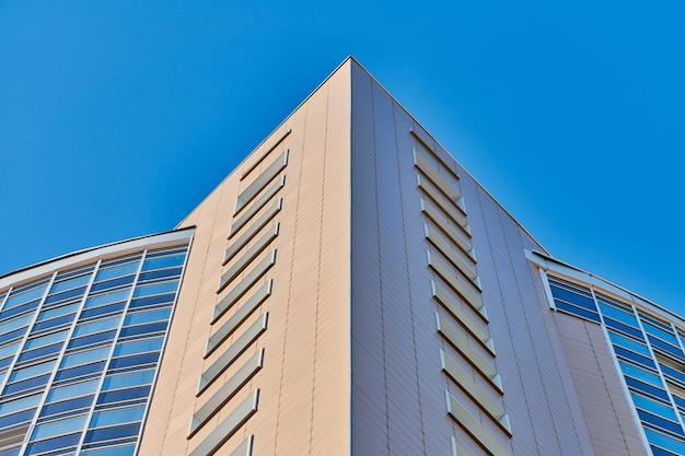 Fachada de edificio de varios pisos