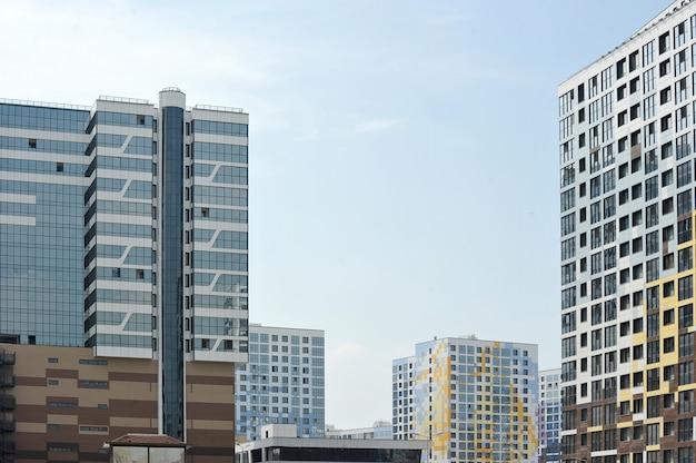 Fachada de un nuevo edificio residencial.
