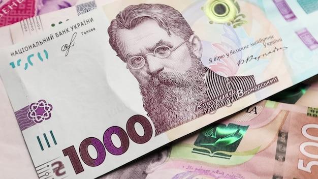 Una factura en papel de 1000 hryvnia. retrato de vladimir ivanovich vernadsky en el billete de ucrania. dinero ucraniano. fondo de dinero