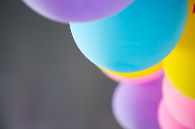 Falta de definición colorida del globo de la fiesta para el fondo.
